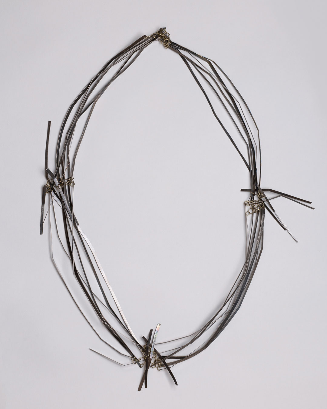 Antje Bräuer, In Between, 2018, necklace; titanium, 14ct gold, 400 x 220 x 15 mm, €3650