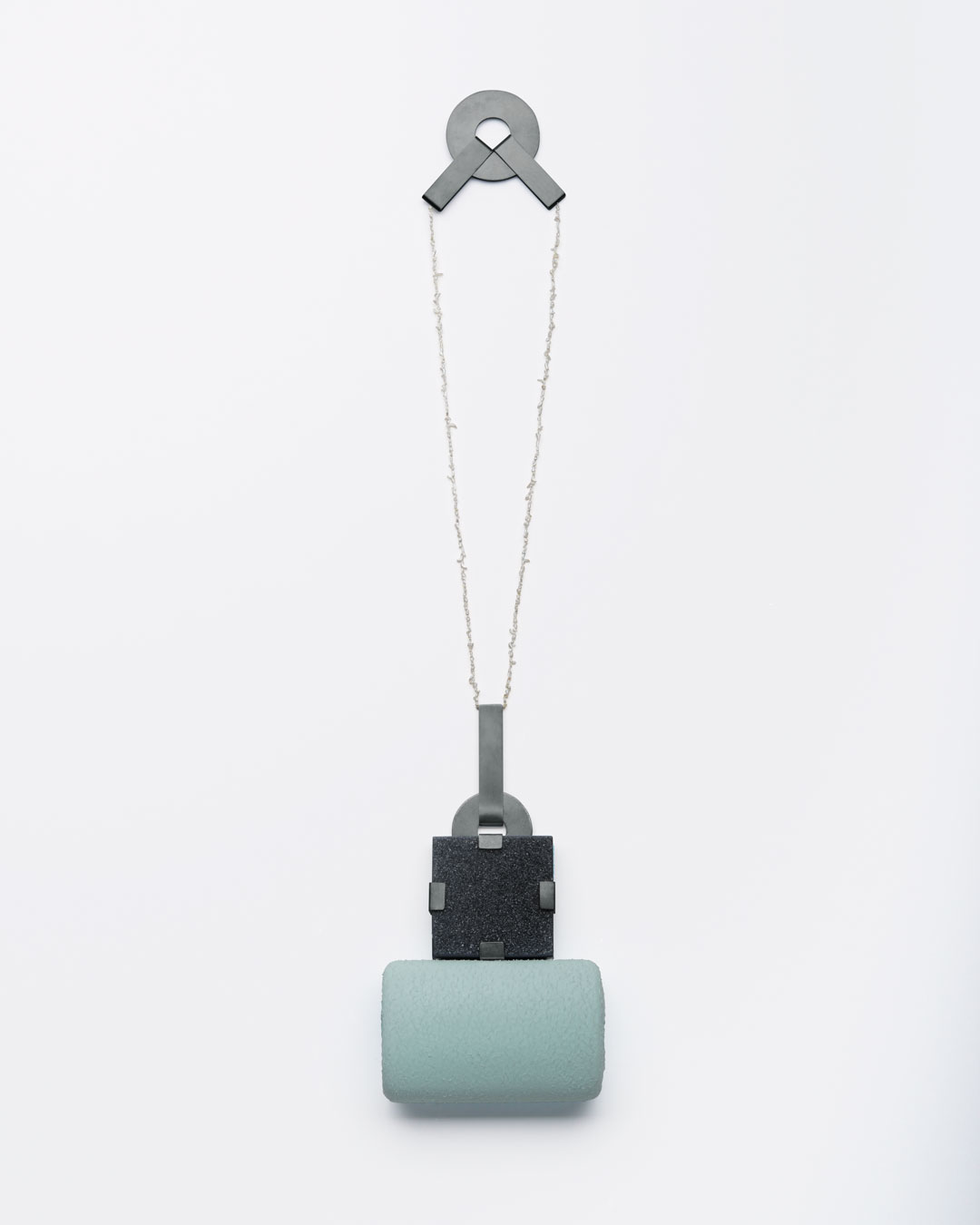 Ute Eitzenhöfer, untitled, 2013, necklace; agate, pearls, oxidised silver, plastic (from packaging), 300 x 300 x 30 mm