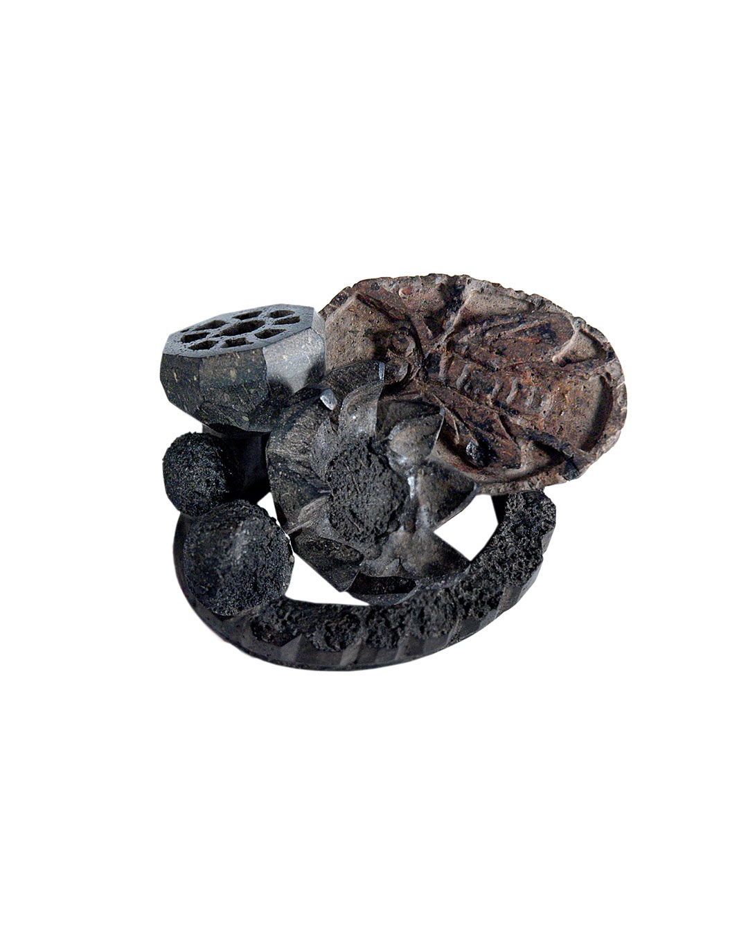Carmen Hauser, Shadow World 1, 2012, brooch; soil, rose leaves, synthetic resin, oxidised silver, 82 x 60 x 56 mm, €1670