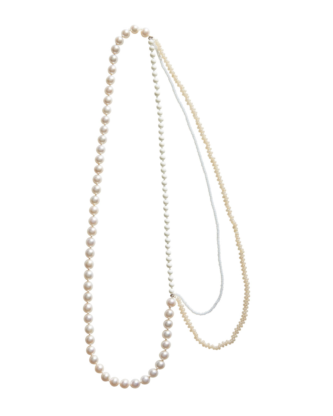 Annelies Planteijdt, Mooie stad - Witte water (Beautiful City - White Water), 2020, necklace; freshwater pearls, porcelain, Japanese glass beads, white gold, yarn, 630 mm, €1375