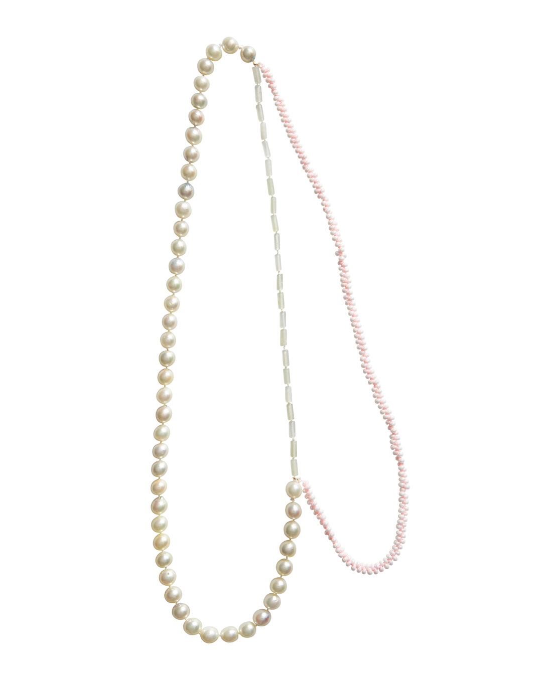 Annelies Planteijdt, Mooie stad - Roze water (Beautiful City - Pink Water), 2020, necklace; Akoya pearls, jade, Japanese glass beads, gold, yarn, 630 mm, €2725