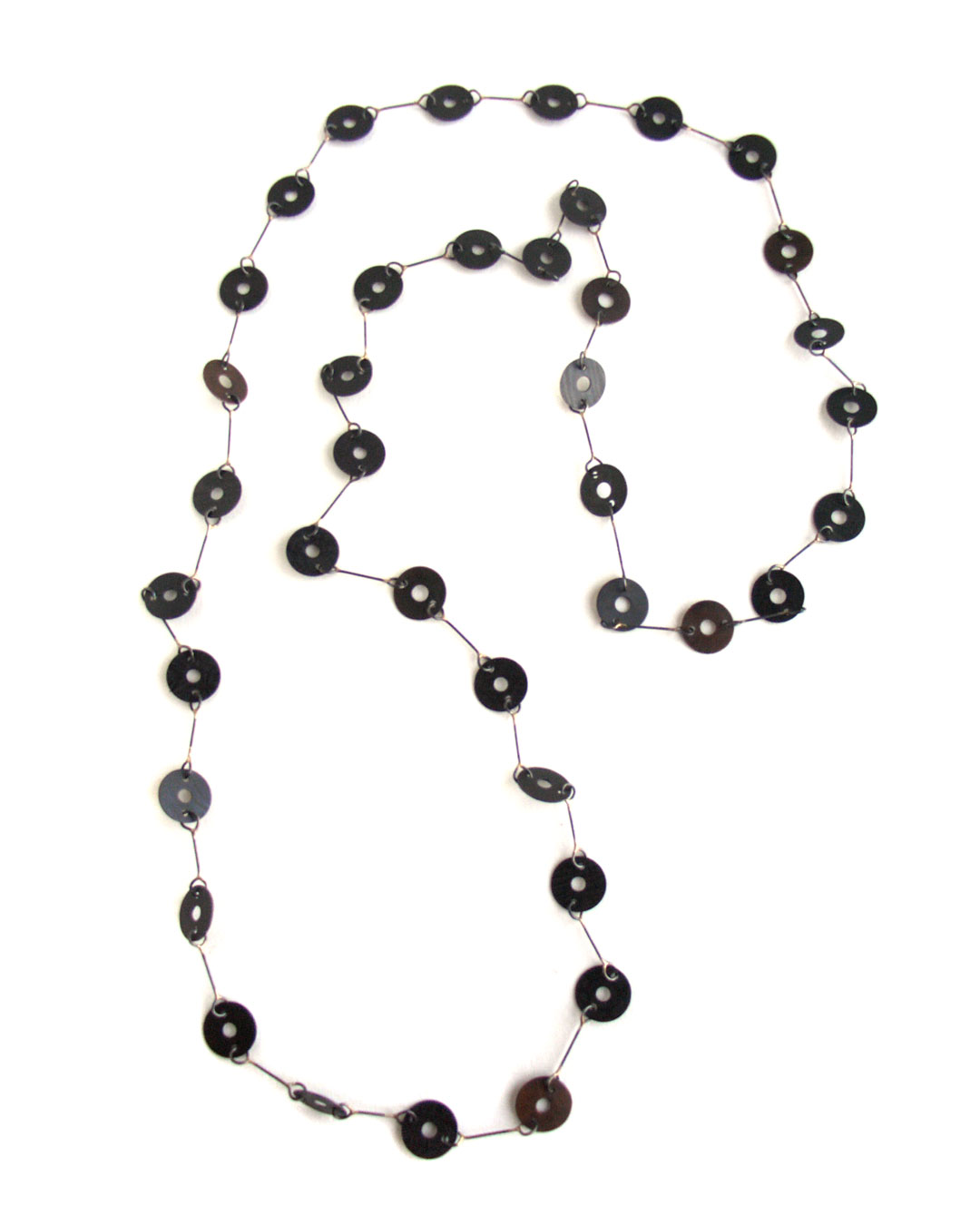 Tore Svensson, untitled, 2005, necklace; steel, partly gilt, 600 mm, €1480