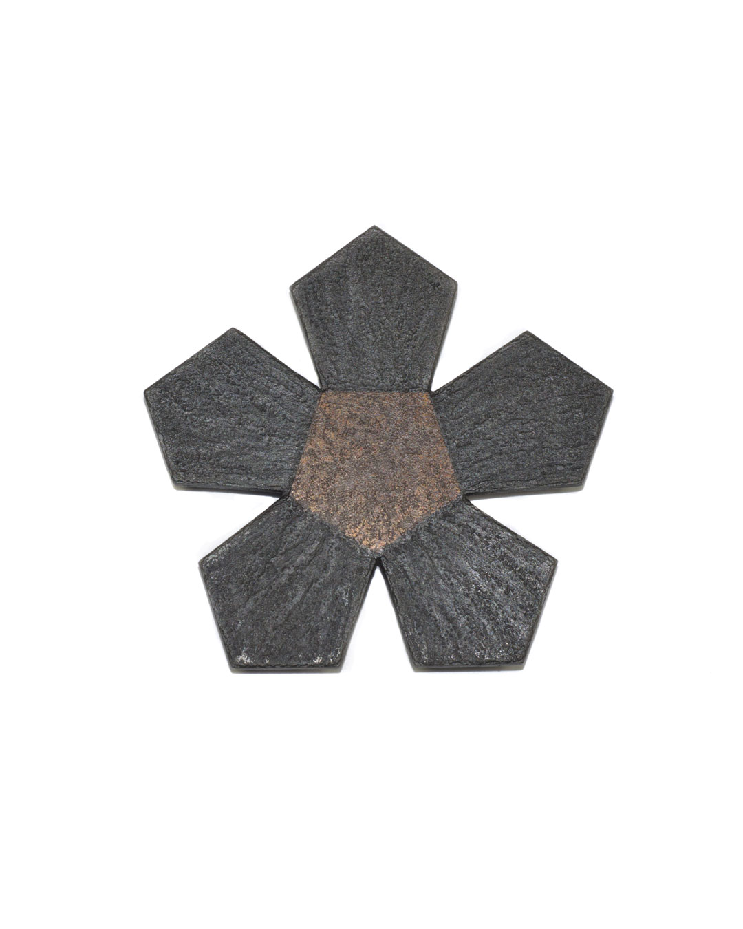 Tore Svensson, Pentagon, 2008, brooch; etched steel, partly gilt, 64 x 64 x 1.5 mm, €425