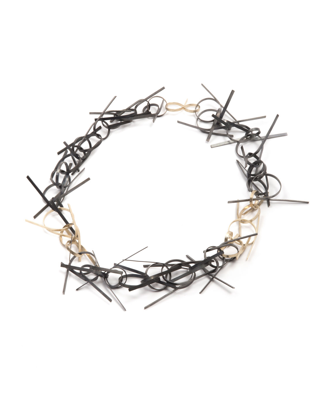 Karola Torkos, Tangled, 2019, necklace; recycled gold, recycled and patinated silver, 235 x 280 x 20 mm, €3400