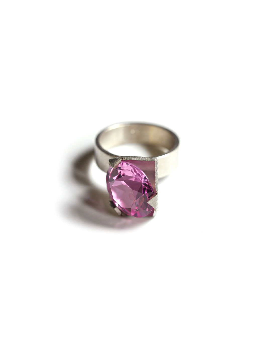 Herman Hermsen, 1/2 Cube Ring, 1998, ring; silver, synthetic stone, 32 x 14 x 13 mm, €305
