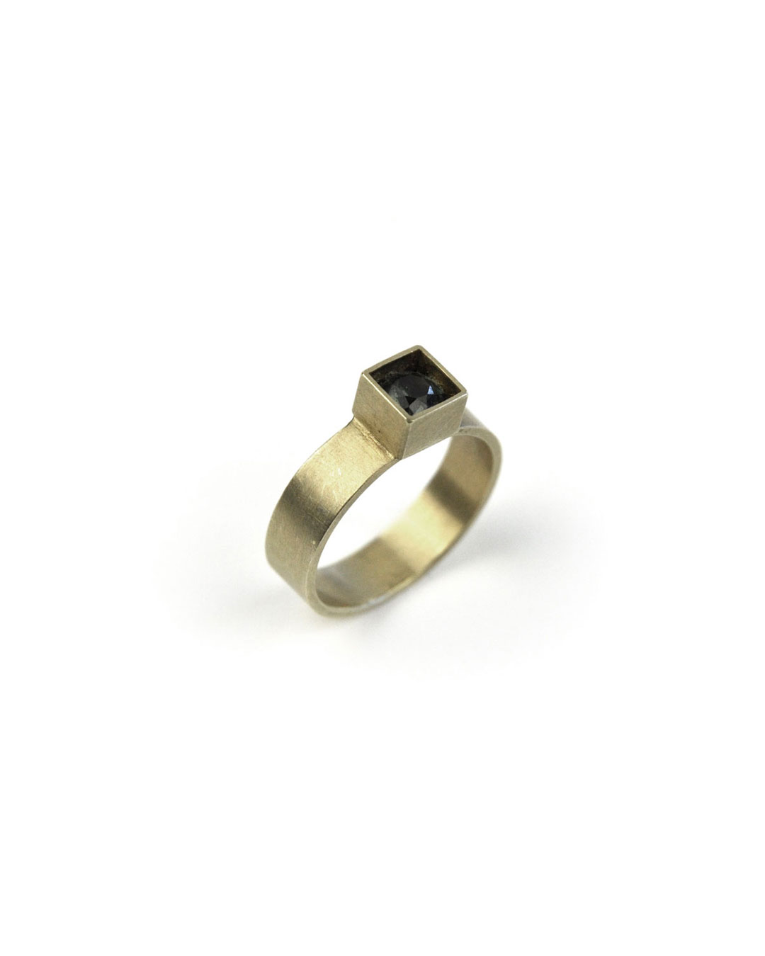 Herman Hermsen, untitled, 2005, ring; 14ct gold, synthetic stone, 24 x 20 x 5 mm, €550