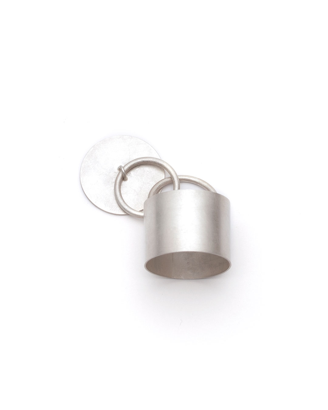 Junwon Jung, untitled (round), 2016, ring; silver, 30 x 30 x 40 mm, €700