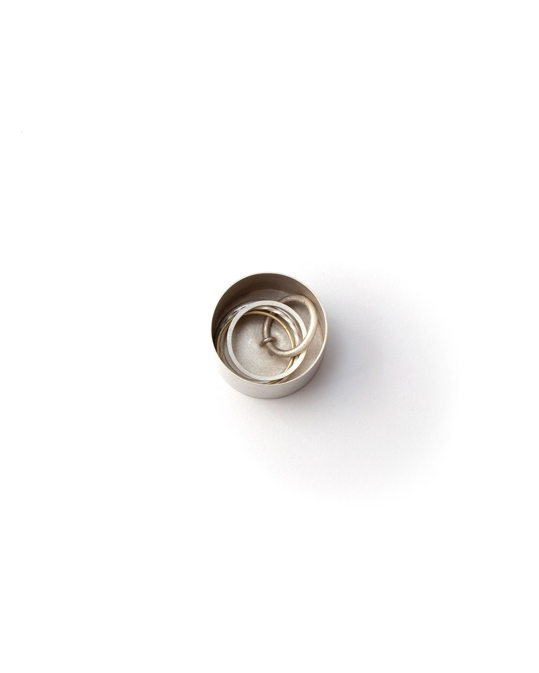 Junwon Jung, untitled (round, multiple rings), 2016, ring; silver, gold, 30 x 30 x 35 mm, €970