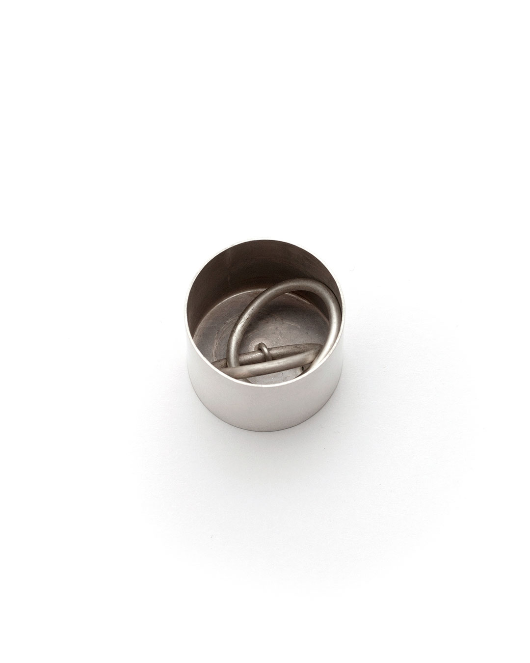 Junwon Jung, untitled (round), 2016, ring; silver, 30 x 30 x 35 mm, €700