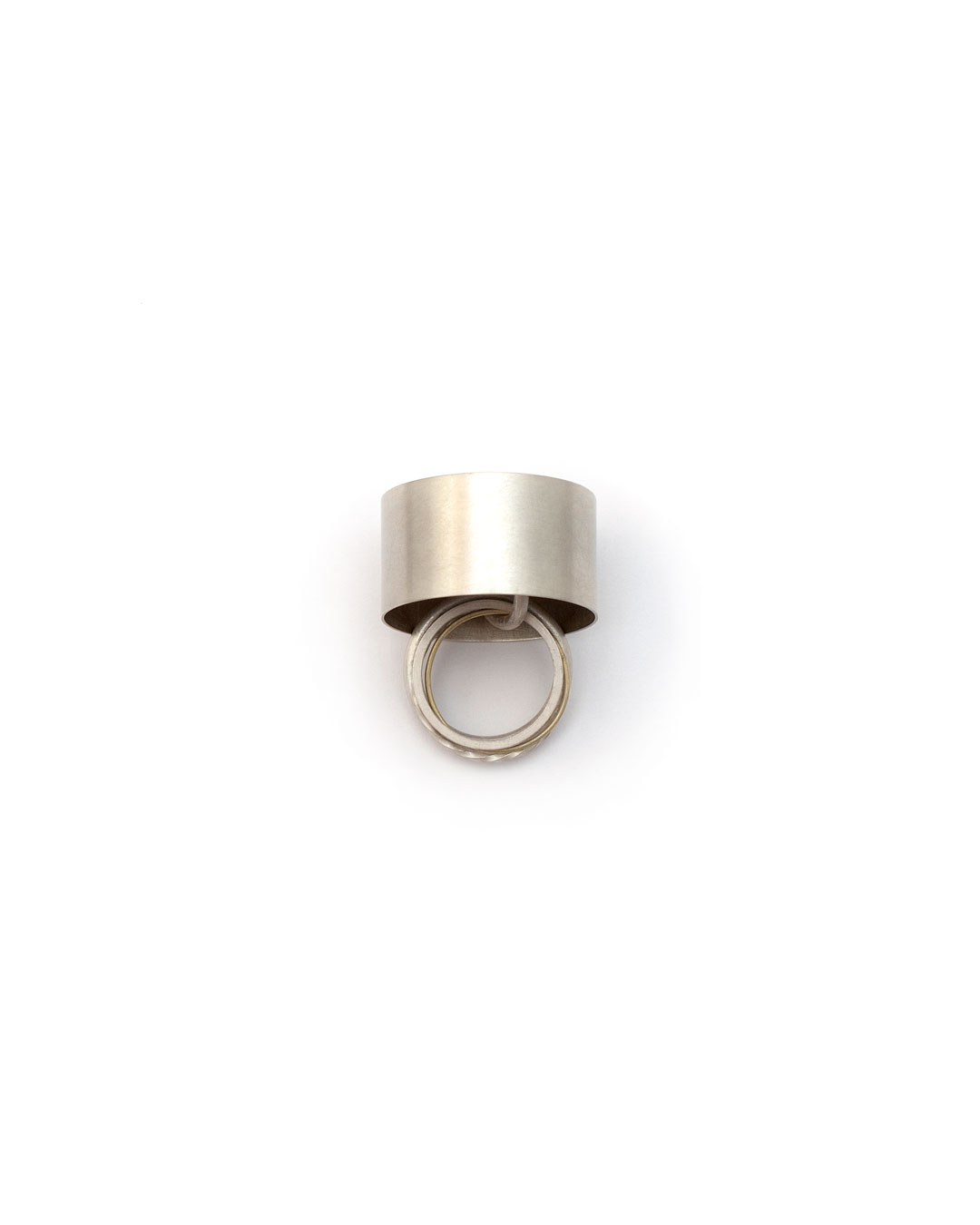 Junwon Jung, untitled (oval, multiple rings), 2016, ring; silver, gold, 25 x 35 x 40 mm, €970