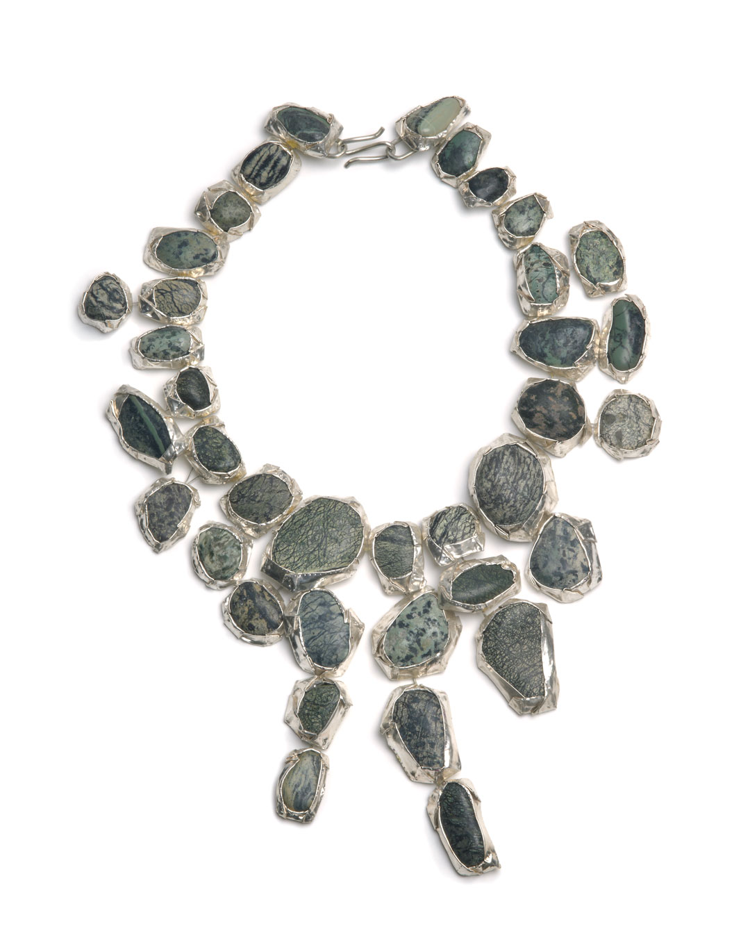Susanna Loew, Steinreich, 2009, necklace, silver (999 and 935), steel wire, marble pebbles, 230 x 325 x 20 mm, €3300