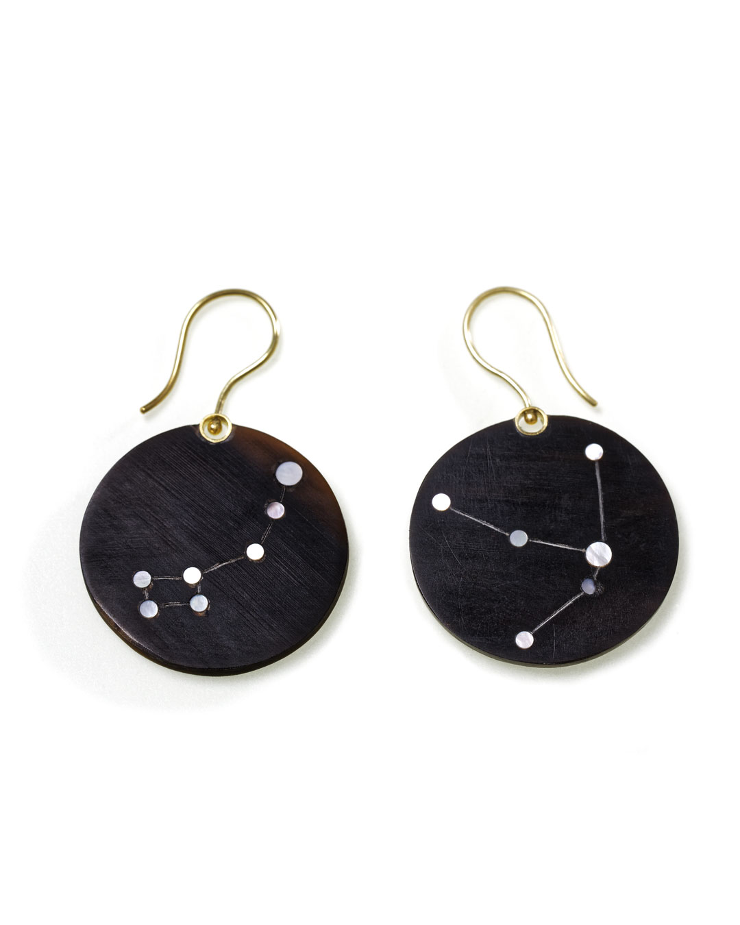 Julie Mollenhauer, untitled, 2015, earrings; buffalo horn, mother-of-pearl, 14ct gold, 50 x 31 x 2 mm, €1010