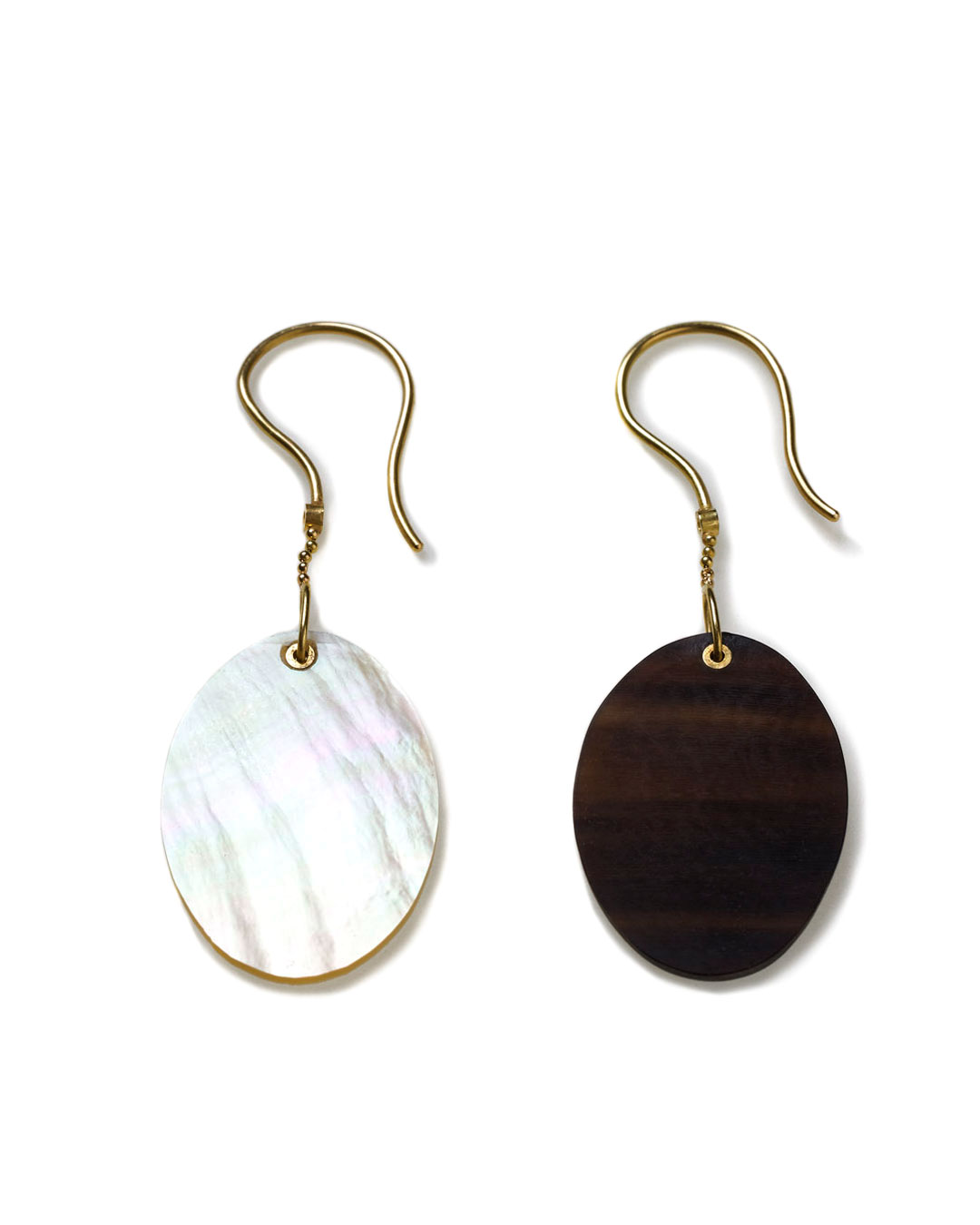 Julie Mollenhauer, untitled, 2016, earrings; mother-of-pearl, buffalo horn, 18ct gold, 20 x 15 x 2 mm, €710