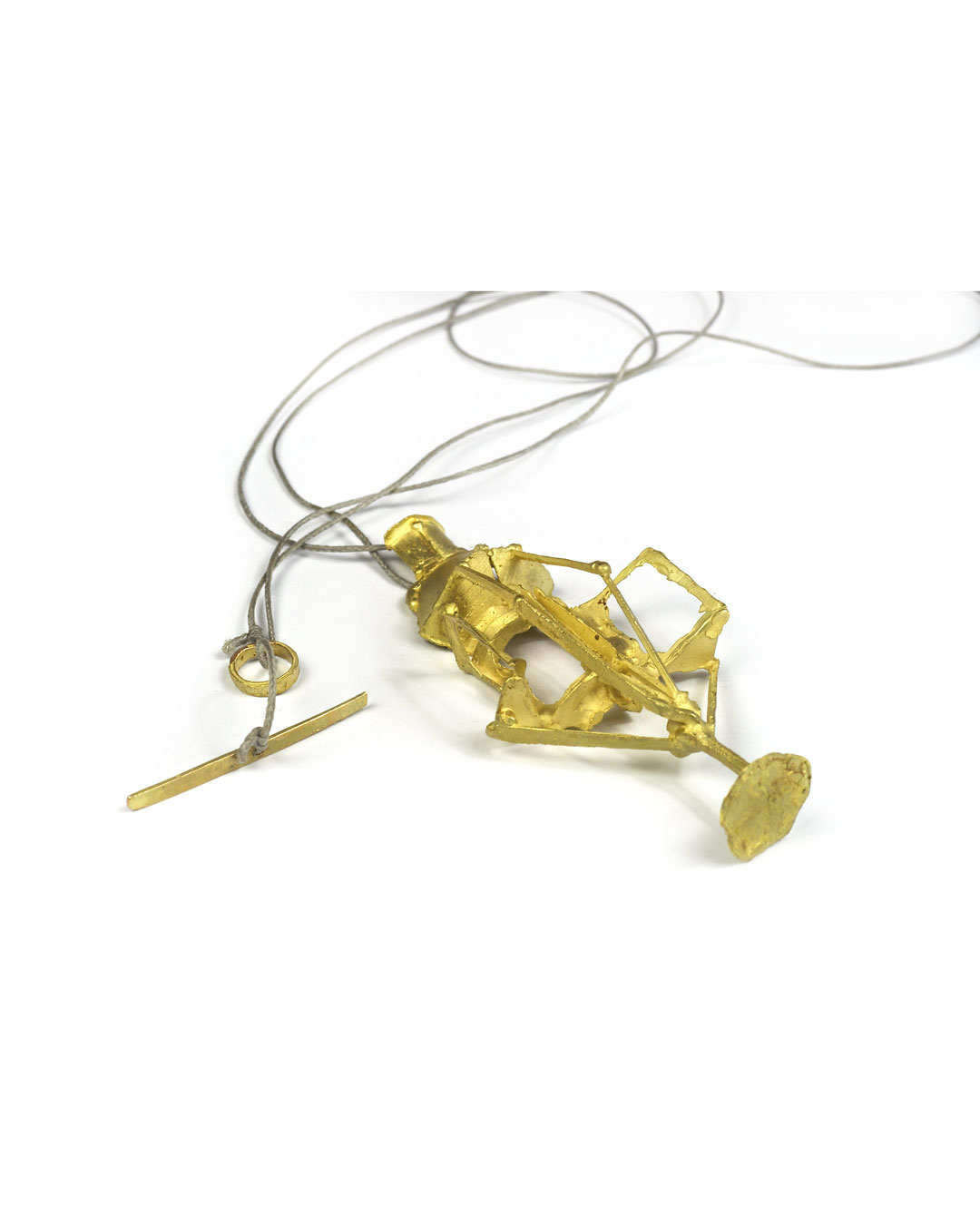 Andrea Wippermann, untitled, 1999, pendant; 14ct gold, nylon, 75 x 35 x 15 mm, €2900