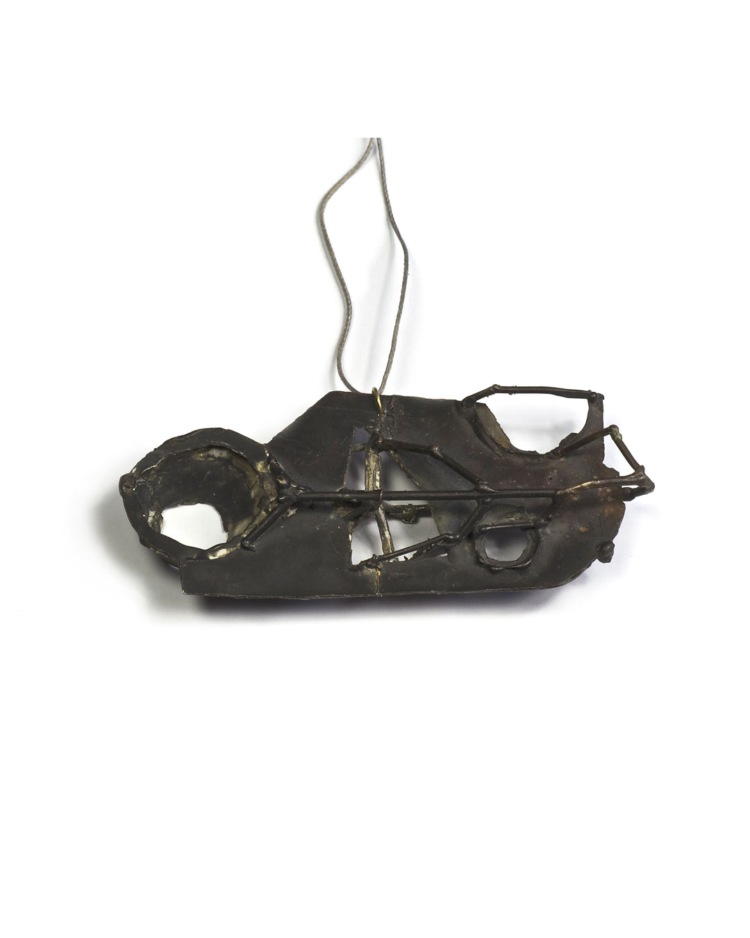 Andrea Wippermann, Haus (House), 2002, pendant; silver, gold, 37 x 82 x 16 mm, €850