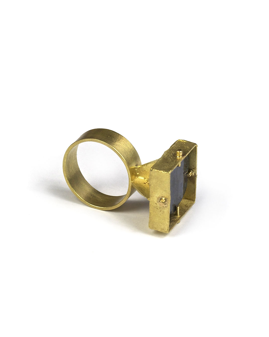 Andrea Wippermann, untitled, 2007, ring; 18ct gold, sapphire, 32 x 20 x 19 mm, €2550