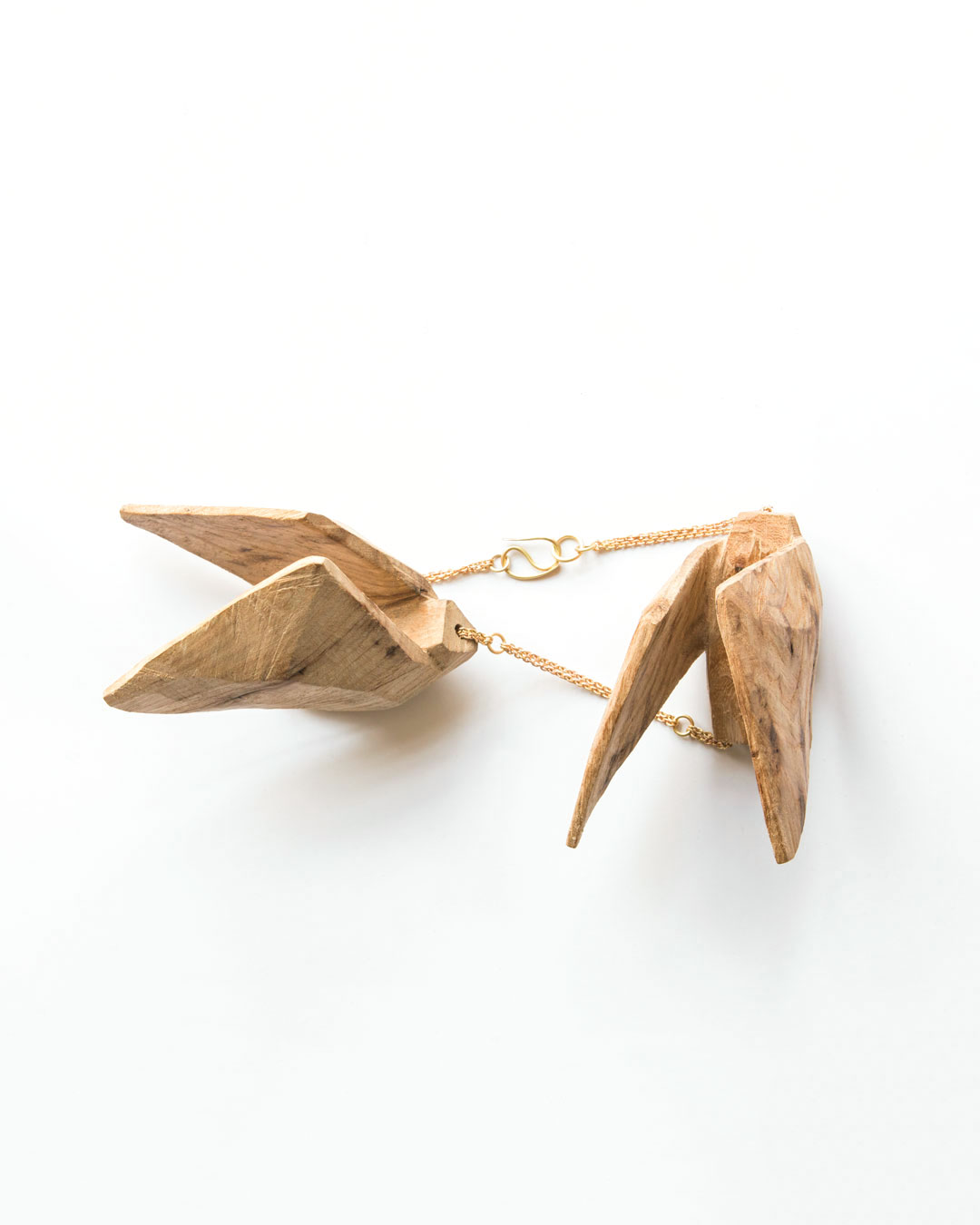 Dorothea Prühl, necklace, Two Large Birds, 2020, elm wood and gold, price on request